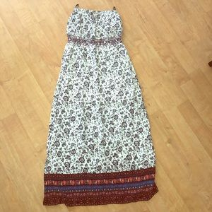 Maxi dress with white linen lining